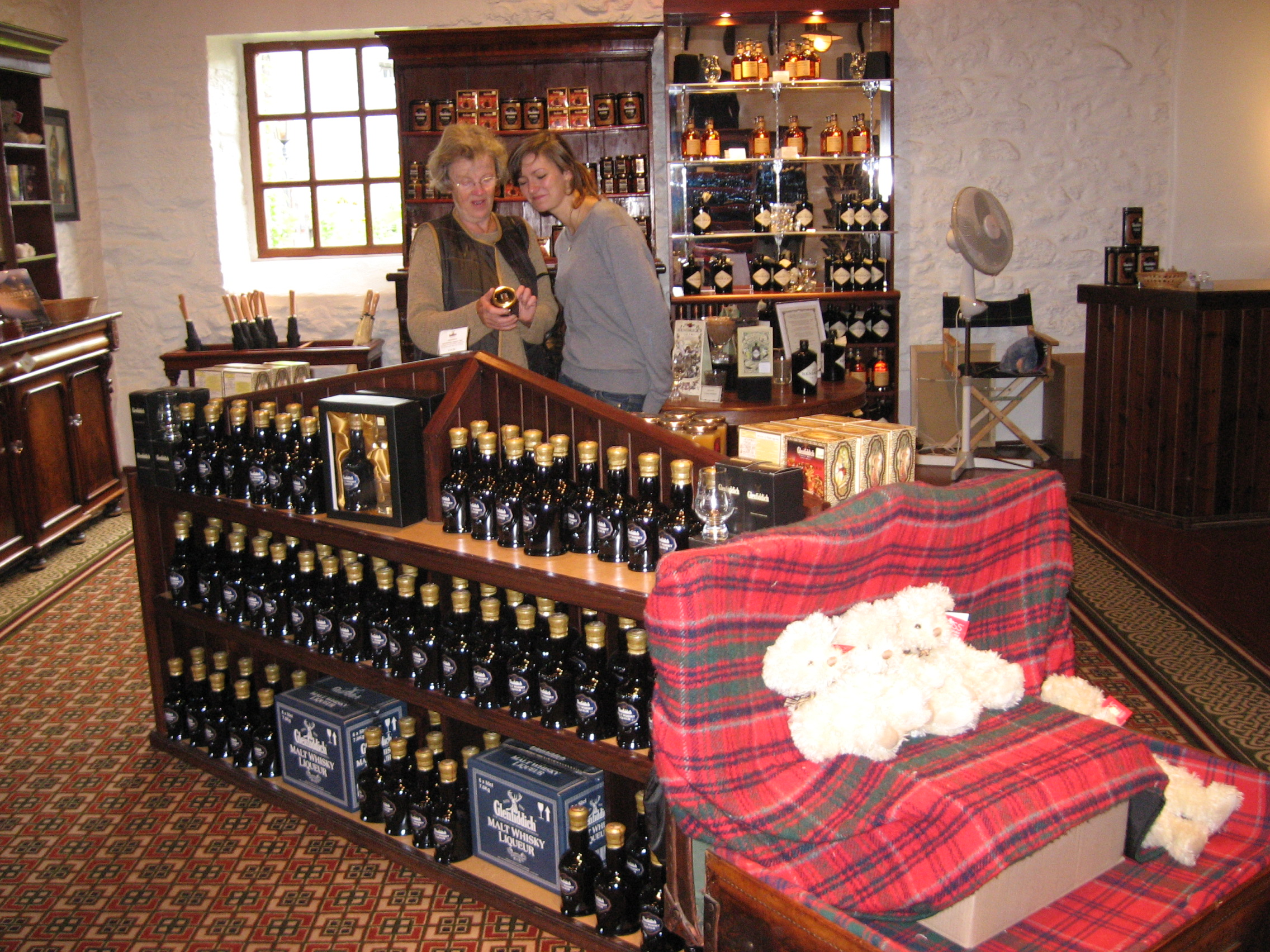 14 Whisky Shop.JPG