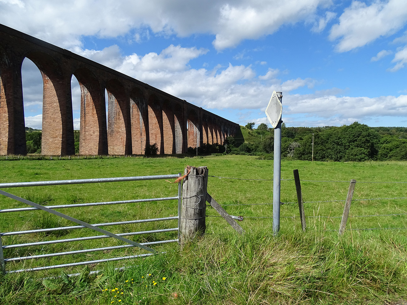 17 is 180 ft long  masonry viaduct.jpg